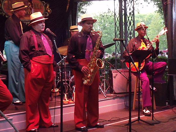 Jazz Entertainment at French Market Disneland