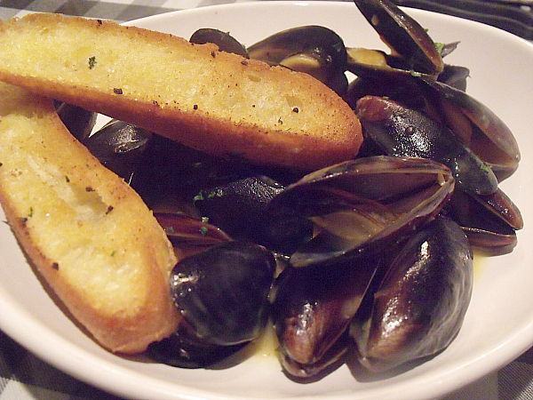 Mussels a la Mimi's with French Baguette Croutons