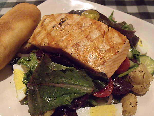 Grilled Salmon Salade Nicoise