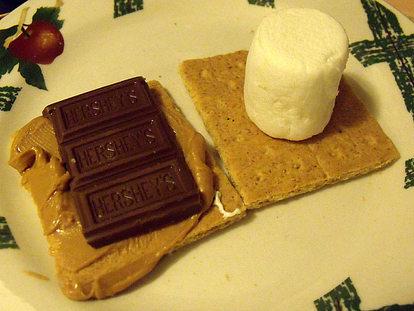 Microwave Peanut Butter S'mores