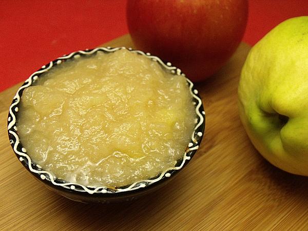 Slow Cooker Quince Applesauce