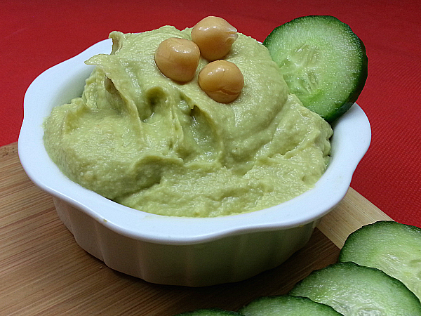 Avocado Hummus - Guacahummus - Hummumole