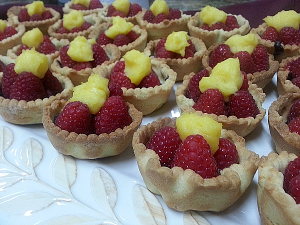 In a French Kitchen: Sweet Pie Pastry with Berries and Creme