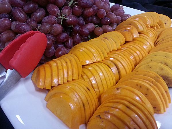 Christmas Crunch Grapes & Cinnamon Persimmons