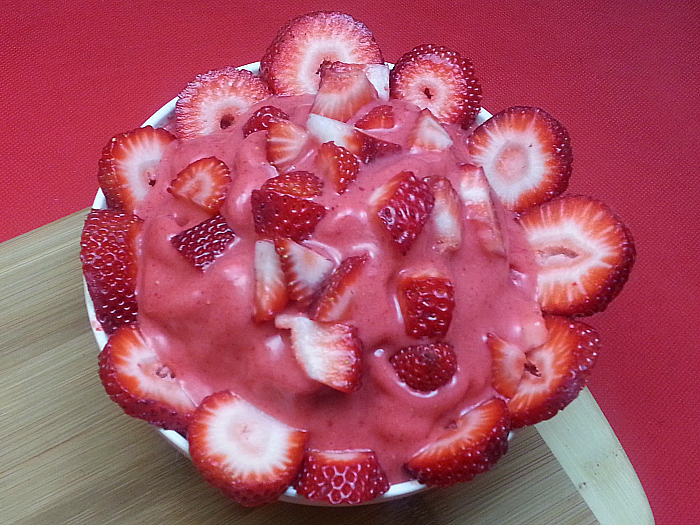 Strawberry Frozen Yogurt Made in The Blender