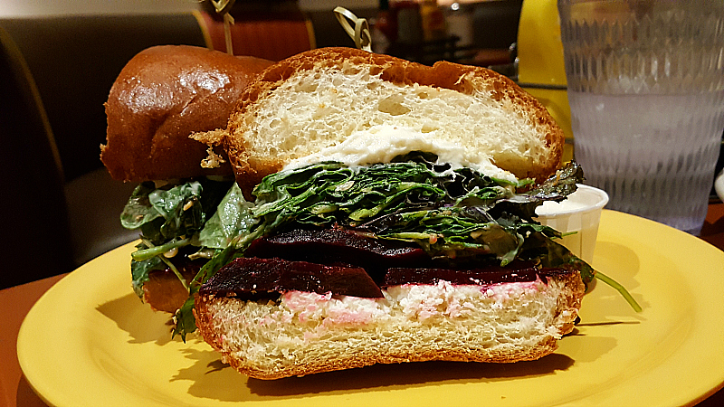 Fred 62 - 24 Hour Diner in Los Feliz