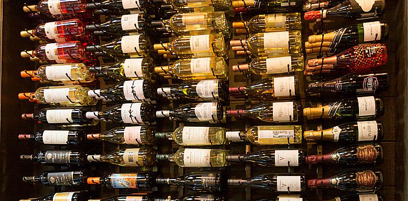 Pour d'Vino Wine Bar and Restaurant on The BLVD in Lancaster