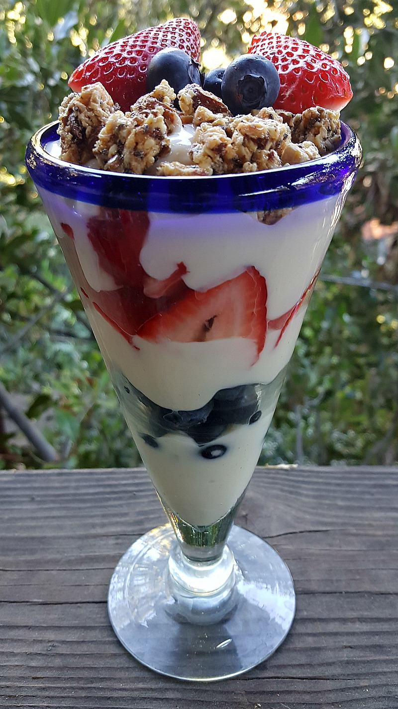 Healthy Strawberry Blueberry Yogurt Parfait
