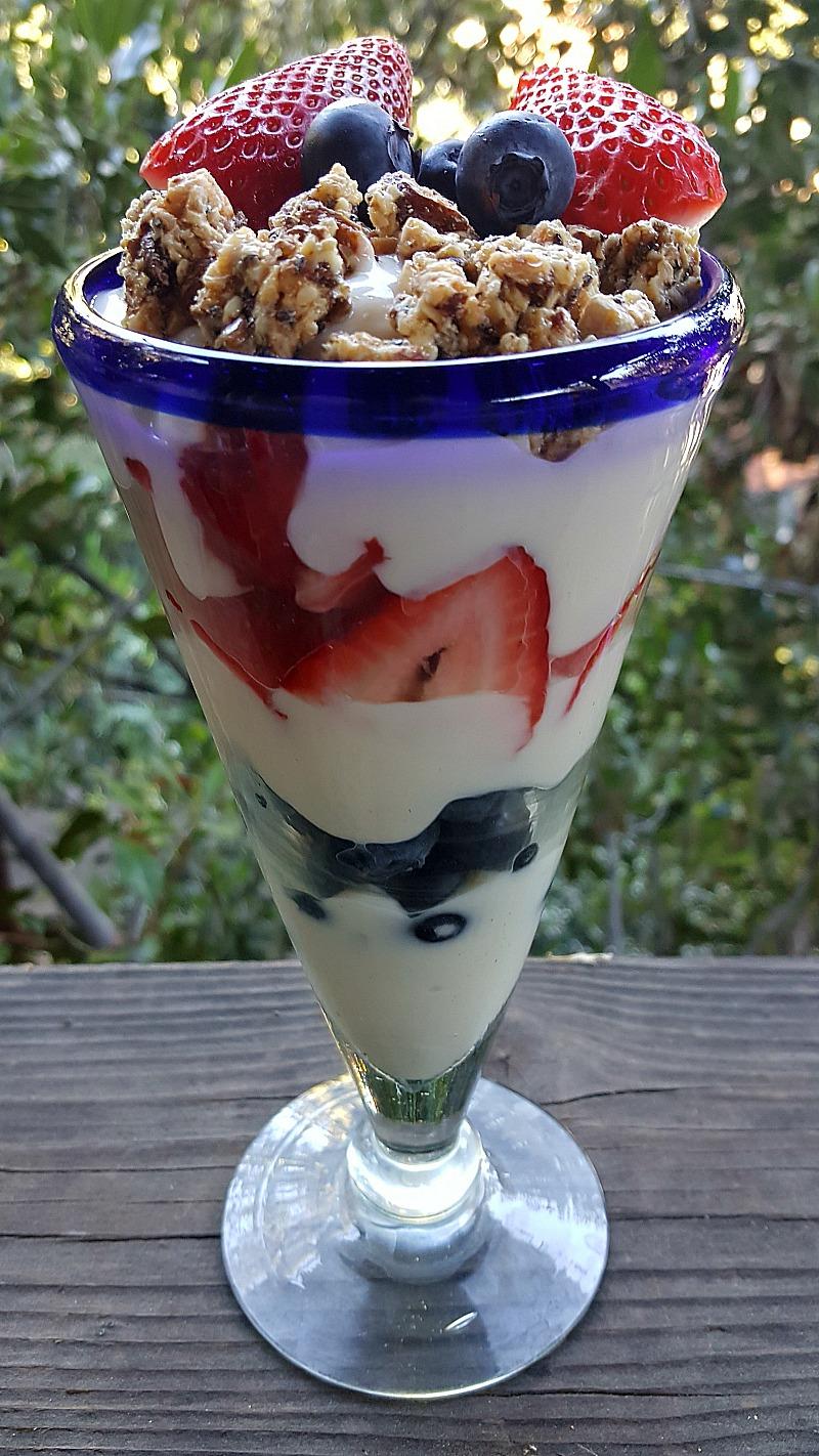 Healthy Strawberry Blueberry Yogurt Parfait