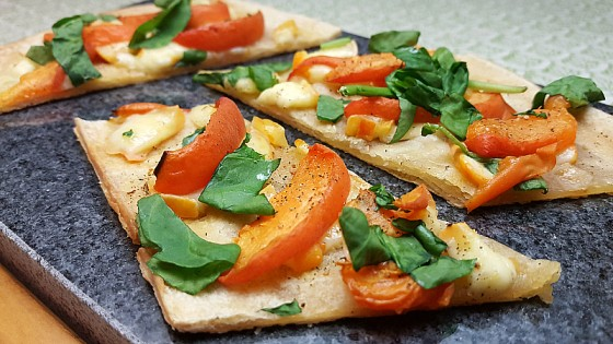 Apricot Brie Flatbread Recipe