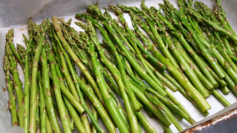 Beer marinated asparagus ready to go into the oven