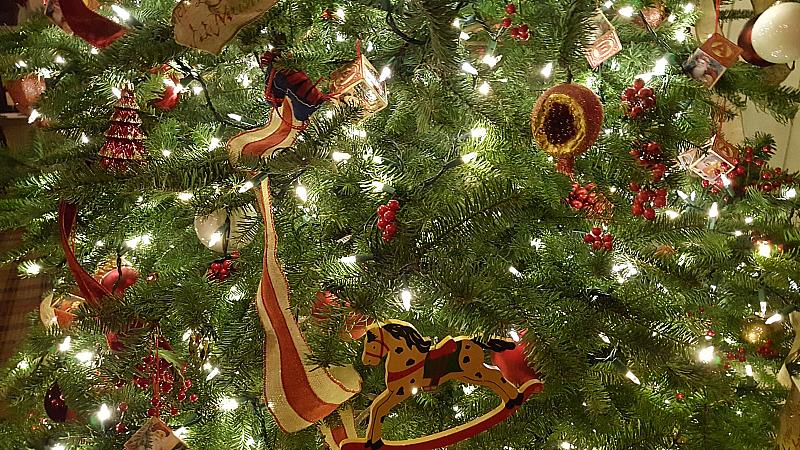 Christmas Tree Alisal Ranch Room Restaurant
