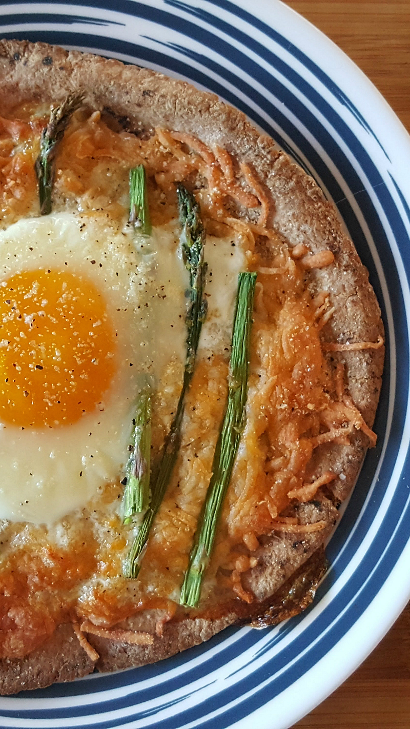 Pita Breakfast Pizza with egg and asparagus