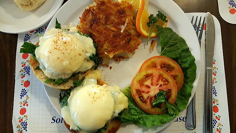 paulas eggs benedict