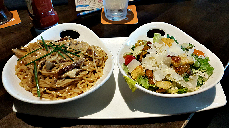 yard house lunch special