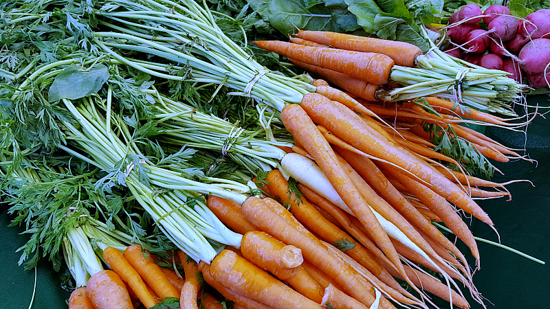 mdr farmers market carrots
