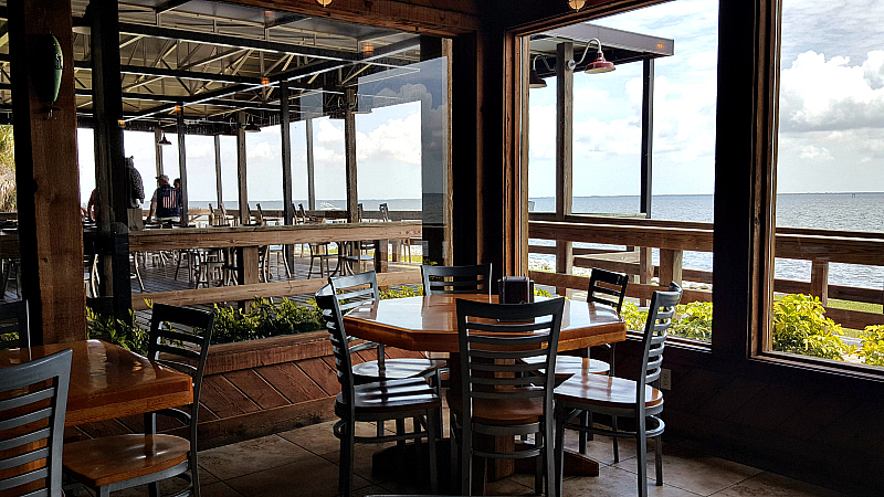 shilohs dining room bar