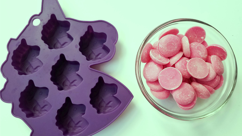 purple silicone unicorn mold and pink candy melts