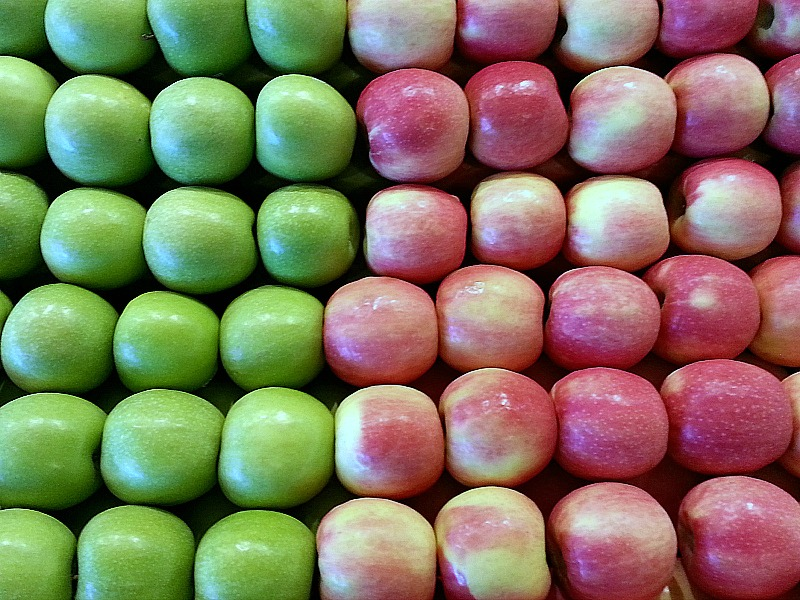 rows of green and red apples