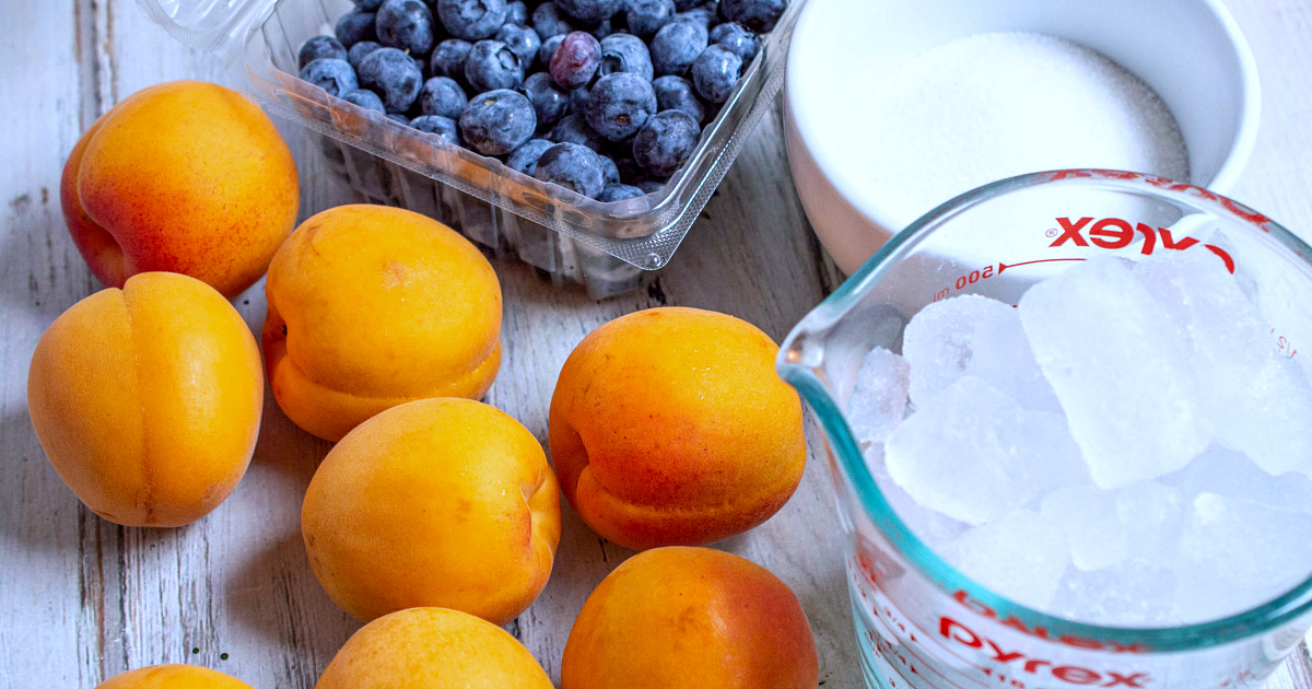 ingredients for blueberry apricot smoothie