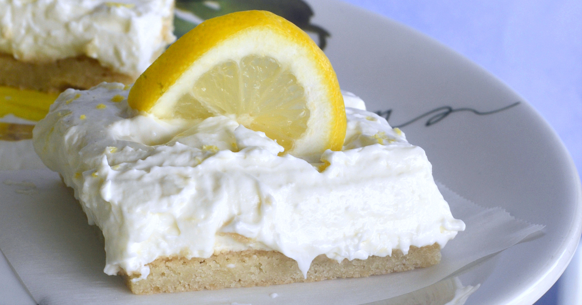 lemon bar with lemon slice