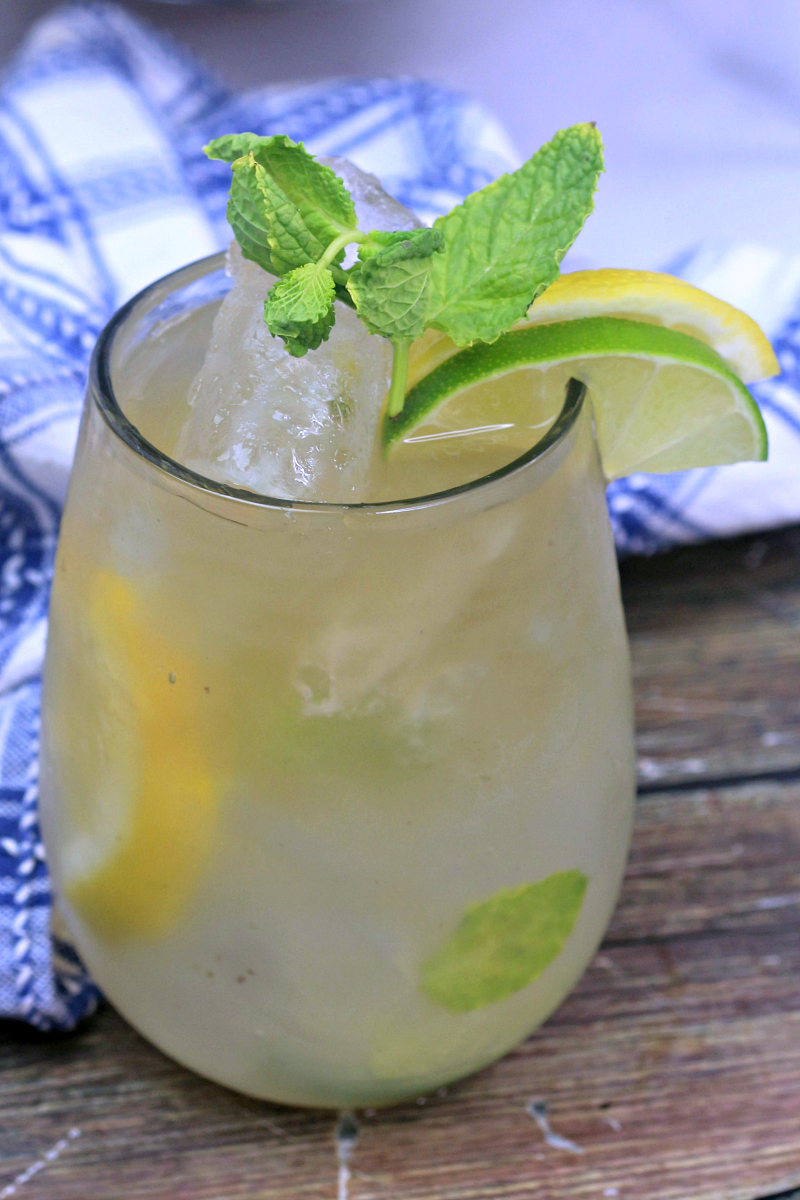 Jamaican Adult Lemonade Recipe - Handcrafted Cocktail #CocktailRecipes