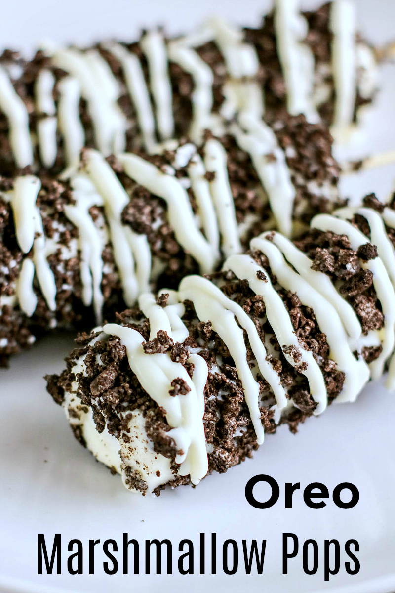 Easy Oreo Marshmallow Pops Recipe - Cookies and Cream treat made with white chocolate