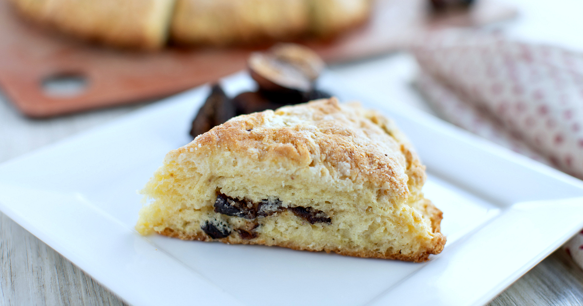 slice cast iron fig scones
