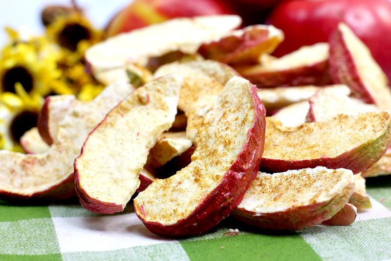 air fryer cinnamon apple wedges