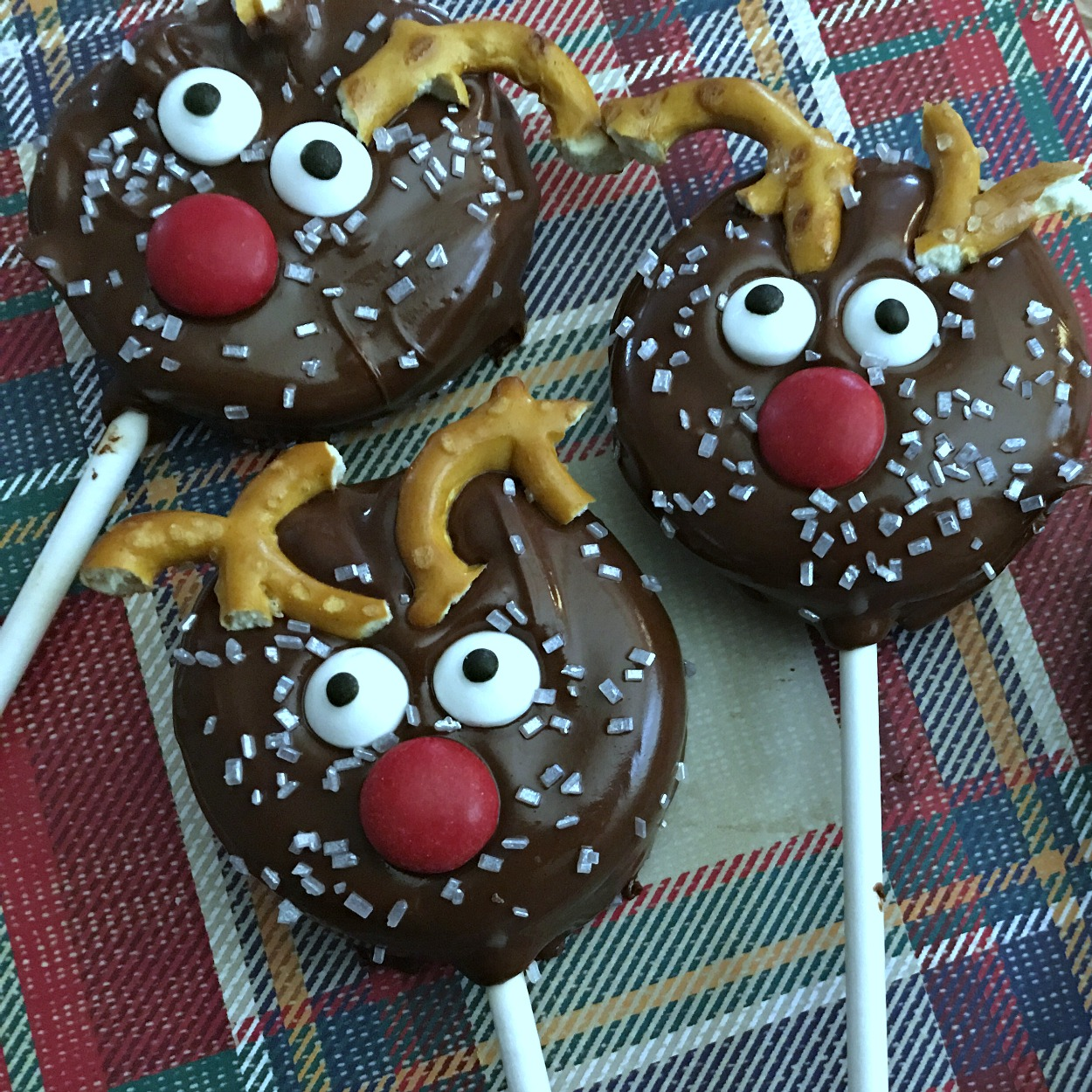 insta three reindeer oreo cookie pops