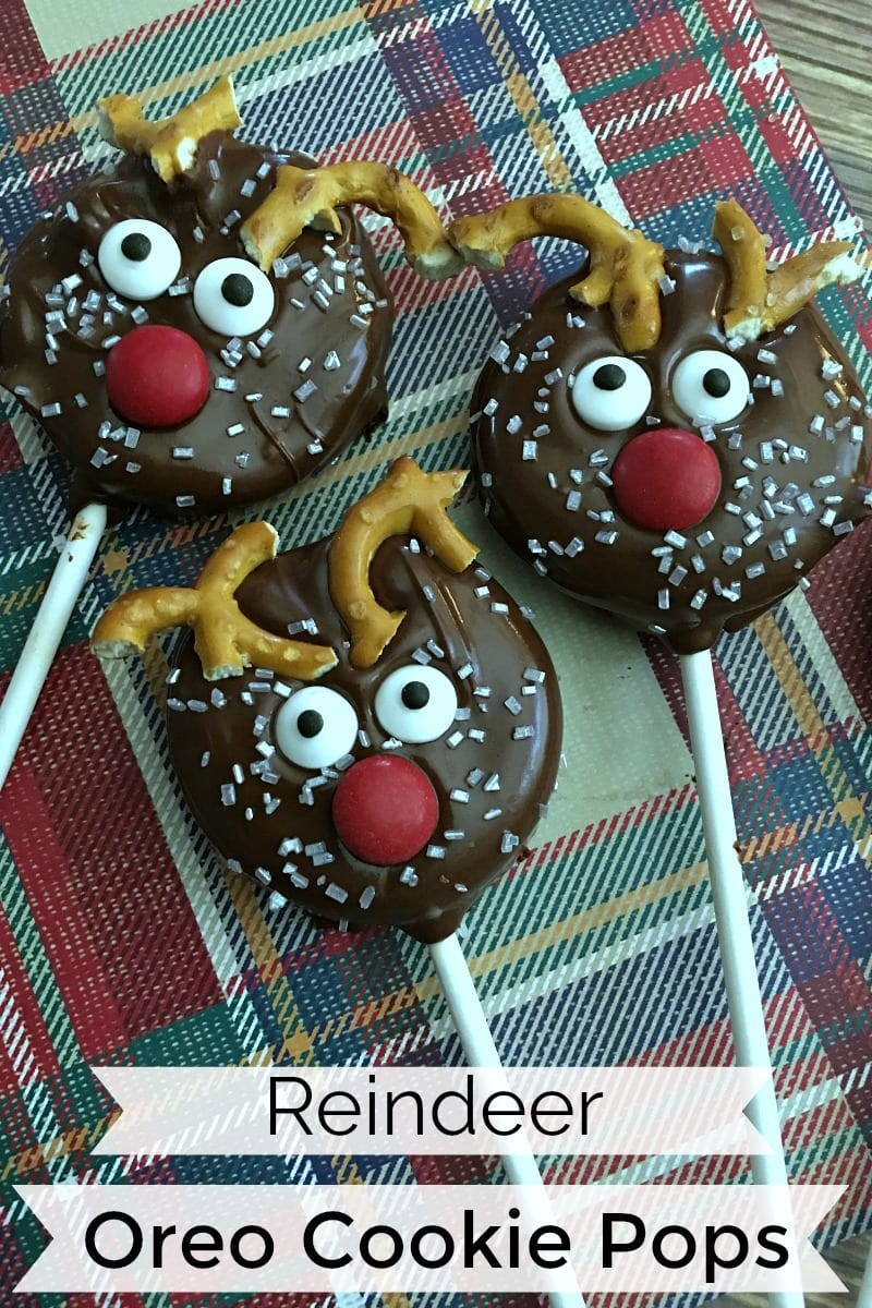 Holiday Reindeer Oreo Pops Recipe #reindeer #ReindeerCookies #HolidayCookies #ChristmasCookies #reindeerrecipe #recipe #christmasrecipe #oreo #oreopops #cookiepops #dippedoreo #dippedoreos #dippedoreocookies #dippedcookies #reindeercookies