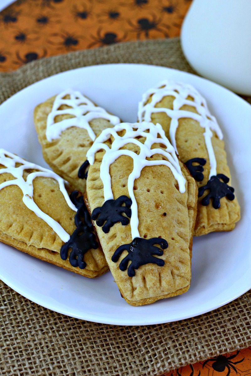 Halloween Pop Tart Recipe #Halloween #HalloweenRecipe #PopTarts #PopTart #HomemadePopTarts #SpiderWeb #HalloweenBreakfast #BreakfastTreat #HomemadeHalloween #HalloweenSpider #Spiders #Recipe