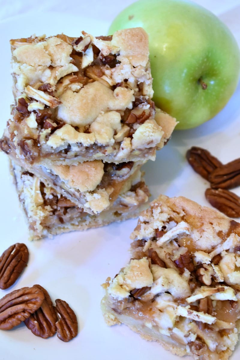 Caramel Apple Cookie Bars Recipe #Recipe #Cookie #AppleCookies #CookieBar #Cookies #CookieBars #CaramelApple #CaramelCookies