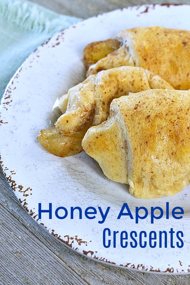 Honey Apple Crescents Recipe - Quick and easy dessert that is fun to make. #CrescentRolls #Crescents #apple #ApplePie #Honey #EasyRecipes