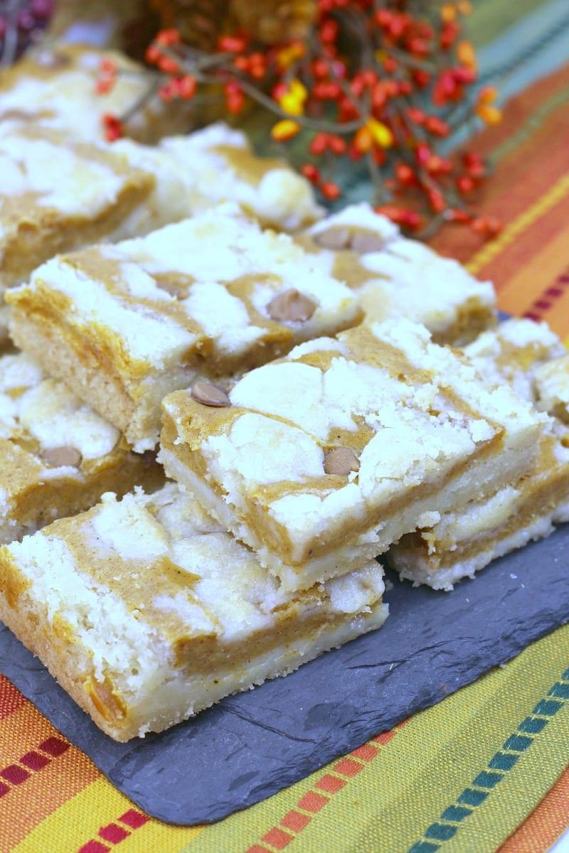 Pumpkin Cheesecake Cookie Bars Recipe #PumpkinSpice #Pumpkin #FallDessert #PumpkinCheesecake #CookieBars #PumpkinCookieBars #PumpkinCookies