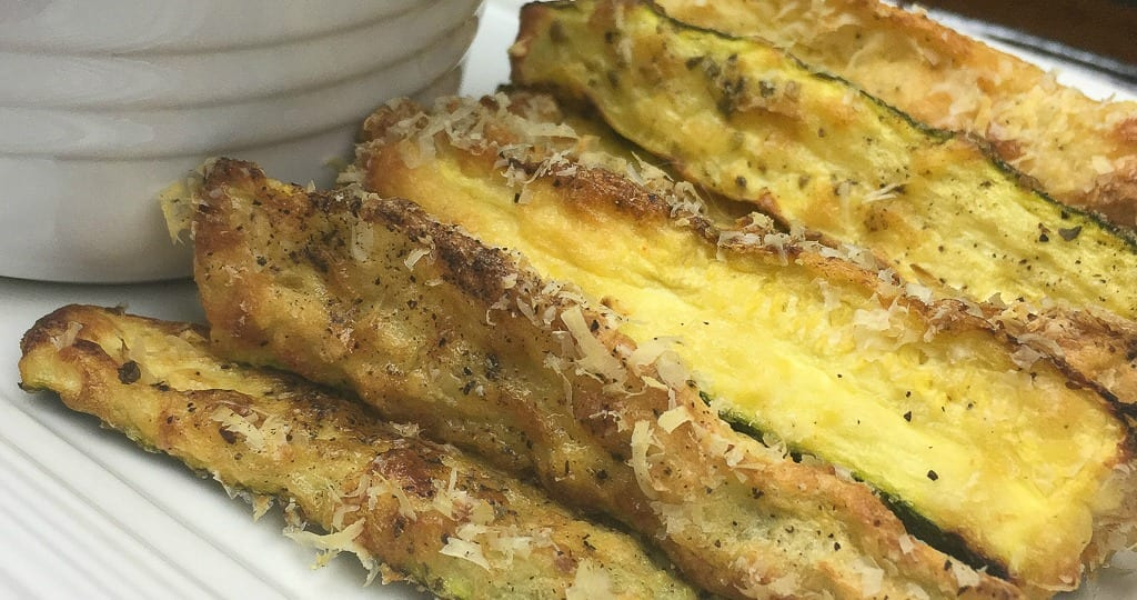 close up crispy zucchini fries