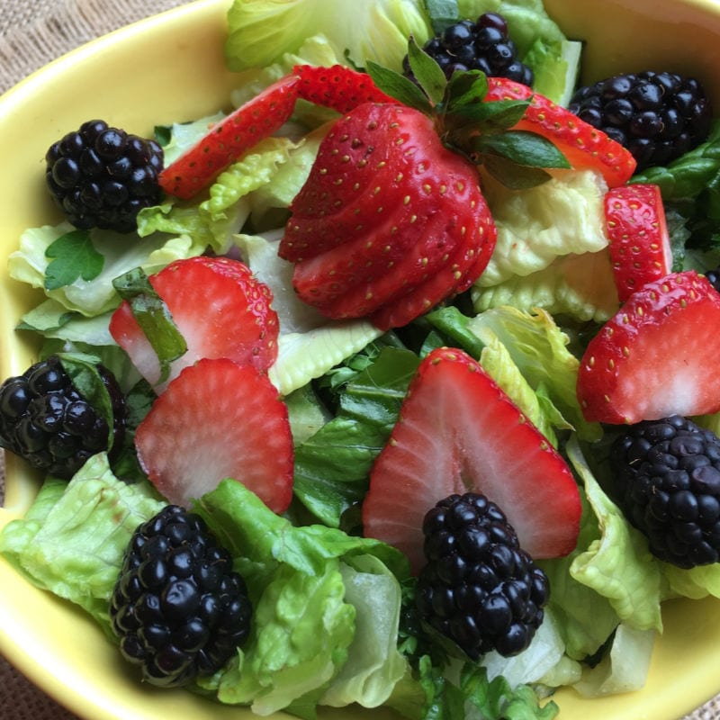insta berry salad with vinaigrette