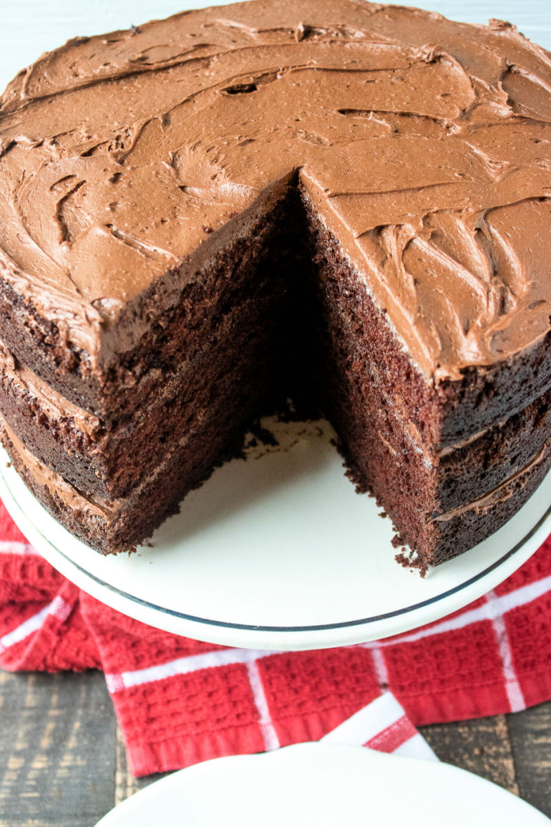 Easy and Delicious Chocolate Buttercream Frosting Recipe #FrostingRecipe #Buttercream