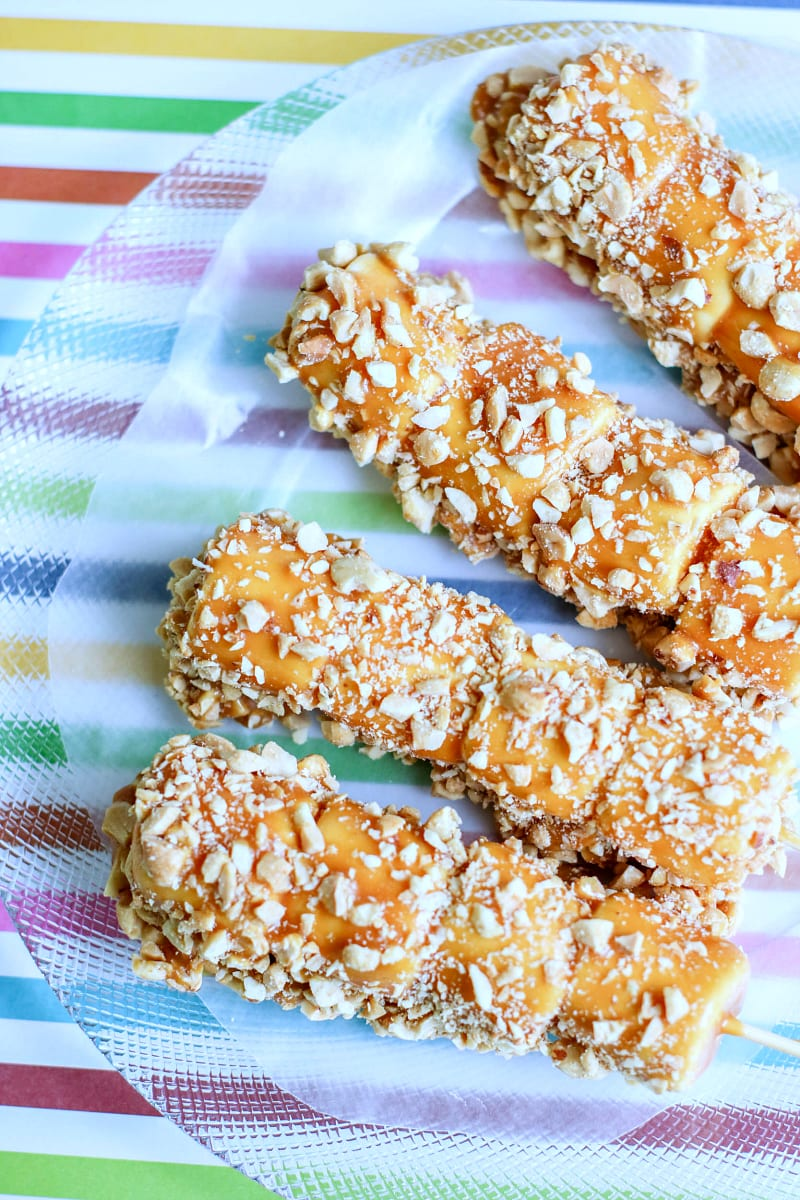 Caramel Marshmallow Pops Recipe #dessert #caramel #marshmallowpops #peanuts