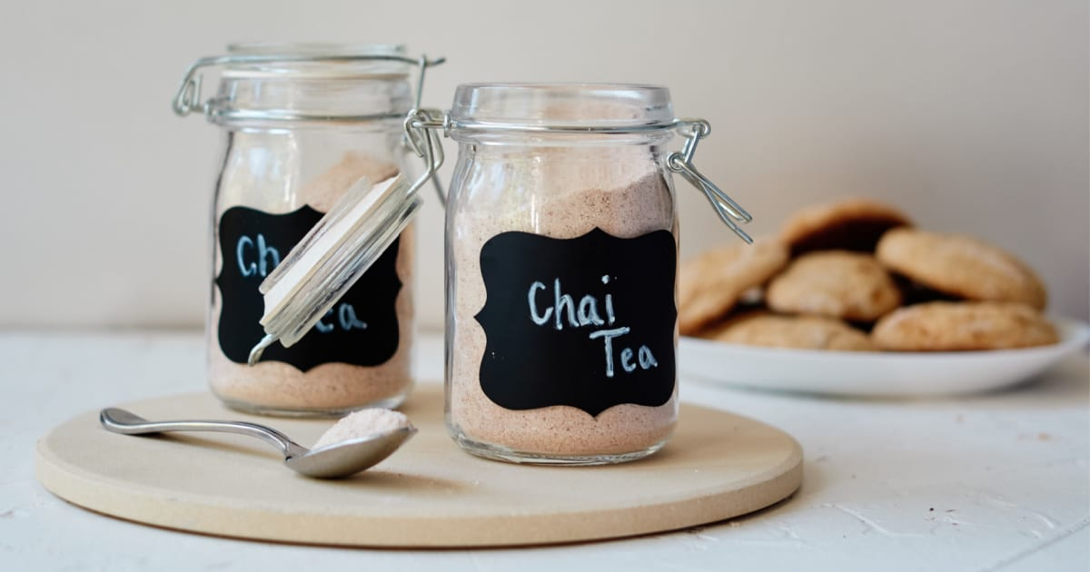 holiday gift chai drink mix in mason jar
