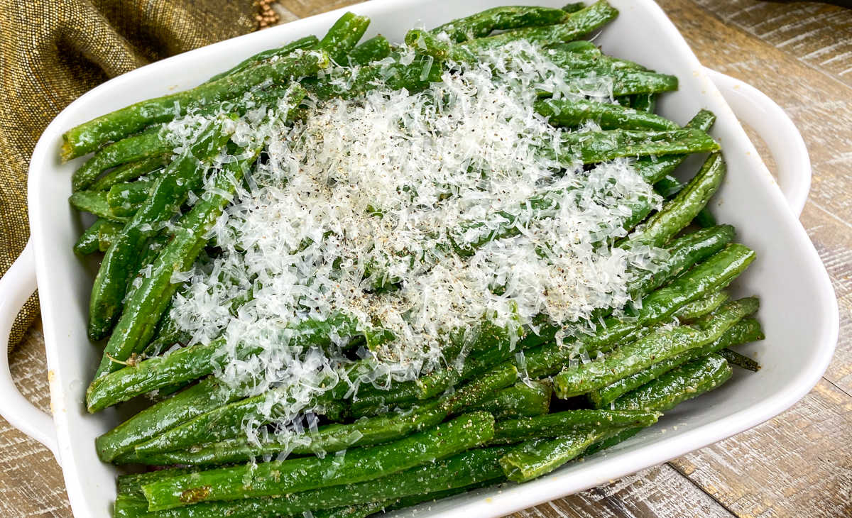 close up roasted green beans.