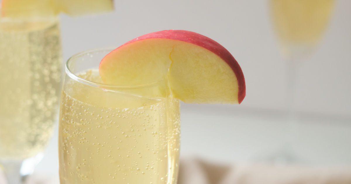caramel apple sparkling mocktail