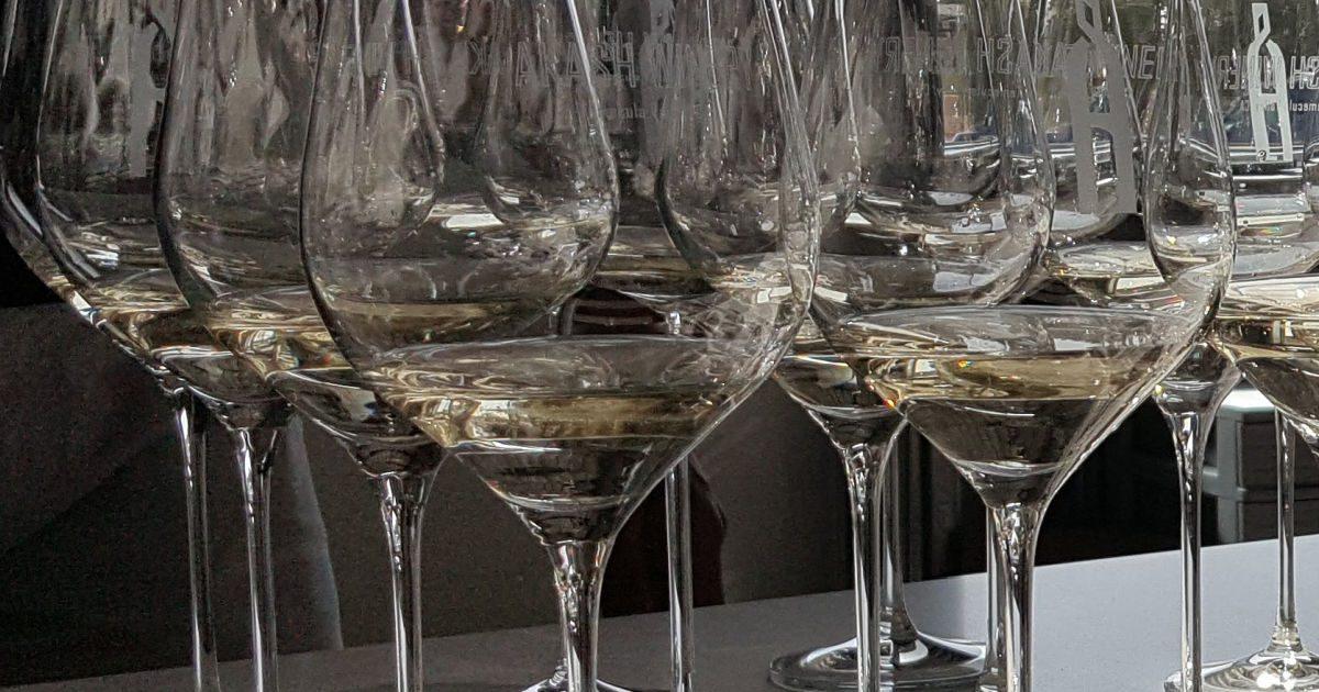 wine glasses with tastes of sauvignon blanc wine